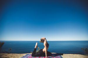 Yoga blauer Himmel