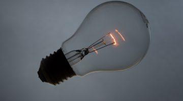 brennende Glühbirne Idee