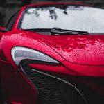 roter McLaren Sportwagen