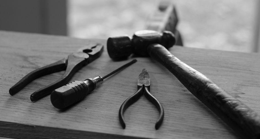 Werkzeuge schwarz weiß