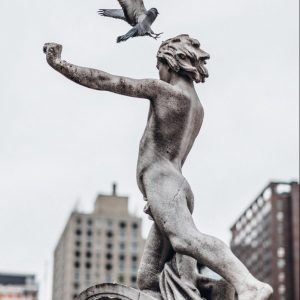 Statue Junge nackt