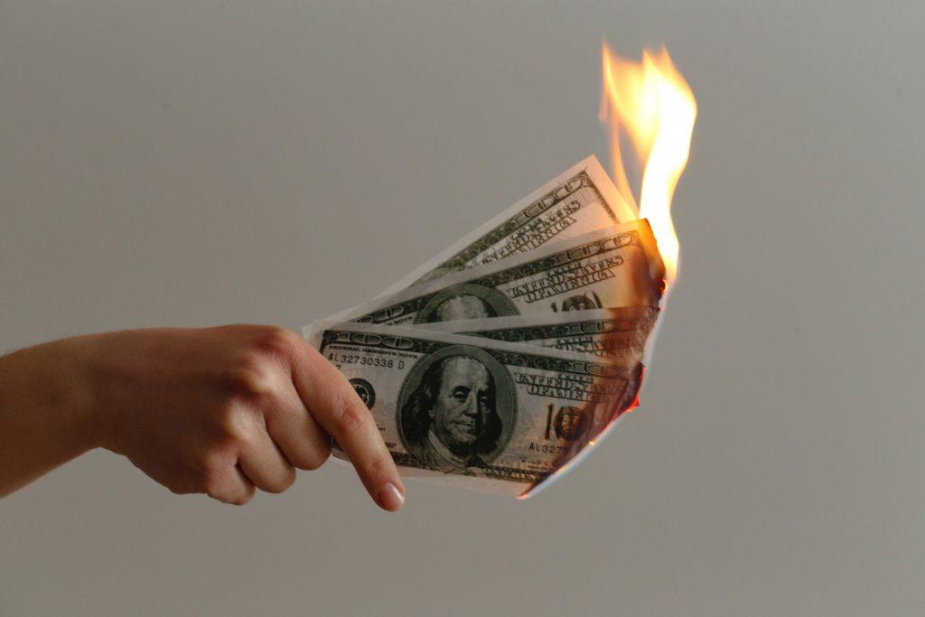 Geld verbrennen unspl